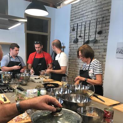 Vins i Olis de Catalunya - Celler i molí familiar - Taller de cuina tradicional - Gastronomia i Enoturisme amb kayak a la Ribera d'Ebre a Tarragona